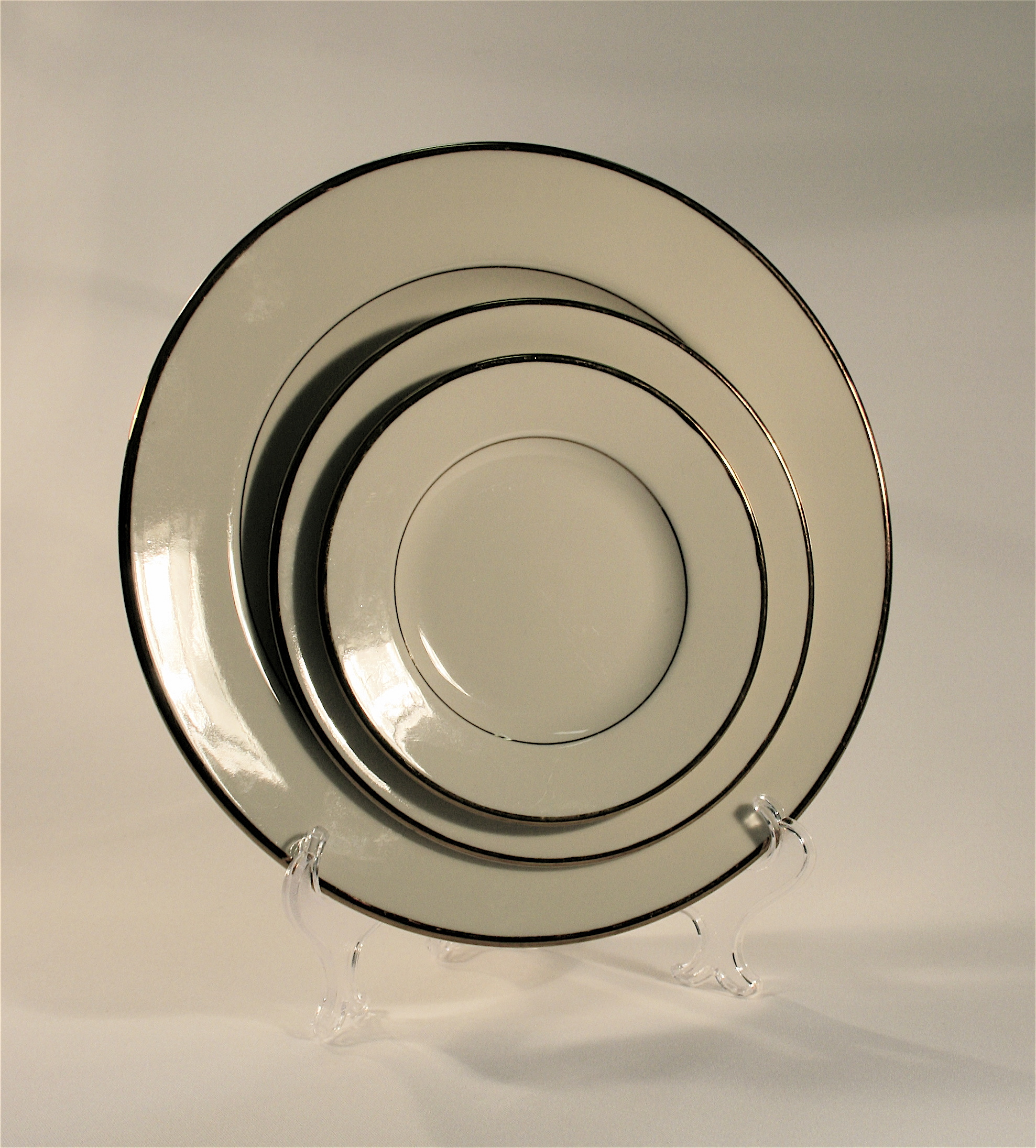 10u2033 Dinner Plate (Ivory and Gold) & 10